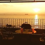 アメリカンバーベキューハウス ブルーテーブル - 夕陽がやばい!!