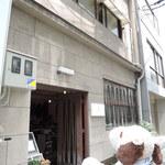 アイビー&ネイビー -  ボキらが大阪・堺筋本町にお出かけした時に、 うろうろしていて見つけたのがこちらのカフェ。 古いビルの1階で洋服&雑貨の販売、2階でカフェをされてます。