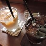 アイビー&ネイビー - +50円でコーヒー、カフェオレ、紅茶(Ice/Hot)が付けてもらえるよ。 ボキらはアイスカフェオレとアイスコーヒーをお願いしました。