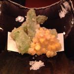 38652475 - 野菜の天ぷら(玉蜀黍のかき揚げ、アスパラ美味)