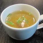 油そば専門店春日亭 - 食前スープ(無料)