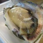 万代島鮮魚センター - 輪島産の生牡蠣