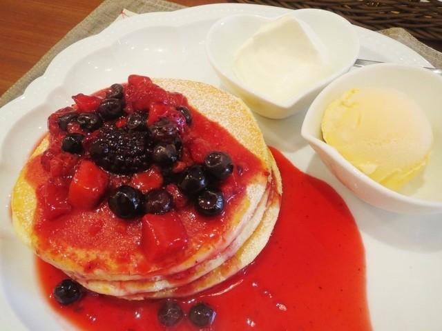 カフェ レードル - ホットベリーパンケーキ
