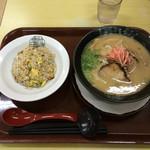 らーめん亀王食堂 - チャーハンセット 940円