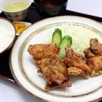 亀山パーキングエリア(上り線)売店 - 手作り、鶏唐揚げ定食800円(税込)