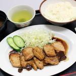 亀山パーキングエリア(上り線)売店 - とんてき定食800円(税込)