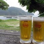 パーラーみやま - オリオンの生ビール!                             ハコはオシャレではありませんが、海を眺めながら飲むビールは最高です!