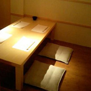 カウンターから、テーブル席、個室までご用意しております。