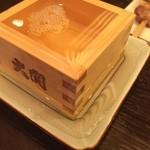 鳥伊勢 - 樽酒は升に溢れる