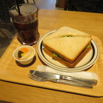 COFFEE VALLEY - スモークチキン・サンド&アイス・コーヒー
