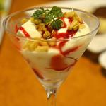 里芭歩樹 - 季節フルーツのパンナコッタ