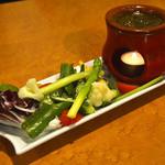 里芭歩樹 - 季節野菜のバーニャカウダ ~ピスタチオのソース~(ハーフサイズ)