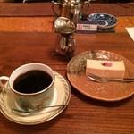 但馬屋珈琲店 - 桜のチーズケーキ