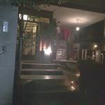 38695203 - 入り口。外観。一軒家そのまま。口コミ通り、左には表札が(笑)