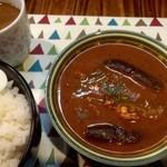 グリーン・グリーン - チリトマトスープ仕込みの鶏ひき肉と茄子のカレー