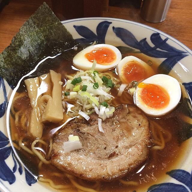 らーめん勇 - 醤油ラーメン+味玉(^_^) 魚介が効いたスープ、良い感じの味玉、あぶりチャーシューも美味い! 結構好きなラーメンです。