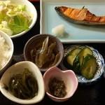 38701121 - 焼魚定食、税込500円です♪