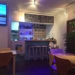 ブルー オーシャン カフェ - 海を感じさせる照明やディスプレイ!