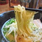 38702119 - 麺アップ