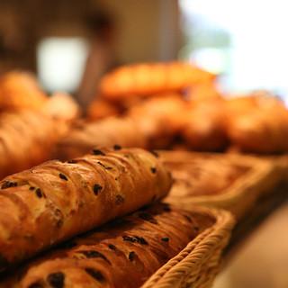こだわりのパンがおかわり自由