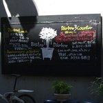 ビストロ・ダルブル - 黒板風の案内看板です。