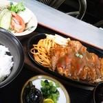 自由軒 - トンテキ定食