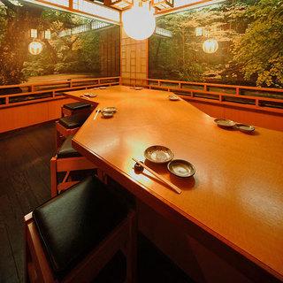 12名まで収容できる完全個室の「若月の間」
