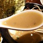 壱丁目ラーメン - まるでシチューのような豚骨スープ