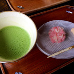 甘春堂 - お抹茶セット(700円)いただきました。かわいらしい「うららか」とお抹茶はしみじみと美味しい!