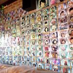ピーターパン - お店の壁にはキャラクターケーキの写真がいっぱい(*^^*)