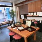 総本家駿河屋 - <2015年5月>広くてキレイな店内。