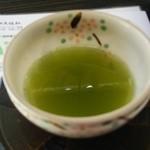 老舗大佐和 - 店内で出されるお茶