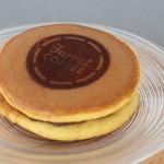 Turret Coffee - 岐阜の方の御菓子やさんのどら焼きです 珈琲にあうということらしい