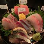 千栄乃和 - 旬のお刺身盛合せ(〆鯖・かんぱち・ハタ・真鯛・インド鮪)800円。