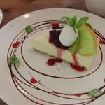 アパートメントエムカフェ - レアチーズケーキと季節のフルーツ
