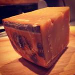 新井家 - アミノ酸の結晶が入ったチーズ(*_*) ロマーノ!! この旨味はアミノ酸?