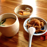 38721048 - チャンポンにも茶碗蒸しと小鉢が付いてます。チャンポンの時は茶碗蒸し無くてもいいかも(^^;;