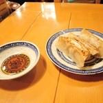 中国ラーメン揚州商人 - 半餃子