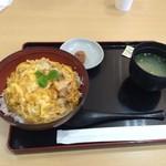 鶏三和 - 親子丼780円