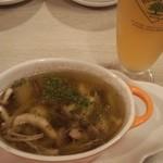 立ち呑みバル 和タリアン - 真ダコのアヒージョ+生ビール