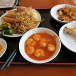 百味屋 - 980円の食べ放題ランチ