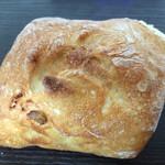 Donku - ウグイス豆入りフランスパン アリコヴェール?