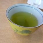 つづらそば - お茶が美味しかったです。