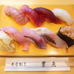 38735674 - 地魚にぎり(¥2700)。三浦のマグロ×3、イカ、金目鯛、ムツ、カマス…
