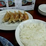 38736437 - 肉汁たっぷり餃子(220円)+半ライス(100円)