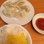 我流担々麺 竹子 - 曜日限定水餃子100円、サービスライス