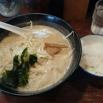 味丸 - ランチセット (味噌らーめん、半ライス、餃子2個) ¥800