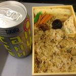 深川太郎 - おかずは厚焼き玉子・煮椎茸・山牛蒡・筍・きゅうりの漬物