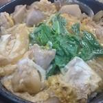 そば処 吉野家 - 親子丼(肉が食べ応えあり、たっぷりの丼つゆもうれしい)