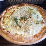 38745619 - ランチ、ツナのピザ。